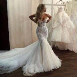 Elegant White Illusion Mermaid Wedding Dresses Sweetheart Lace Appliques Long Train Fish Tail Princess Sleeveless Bridal Gowns Women